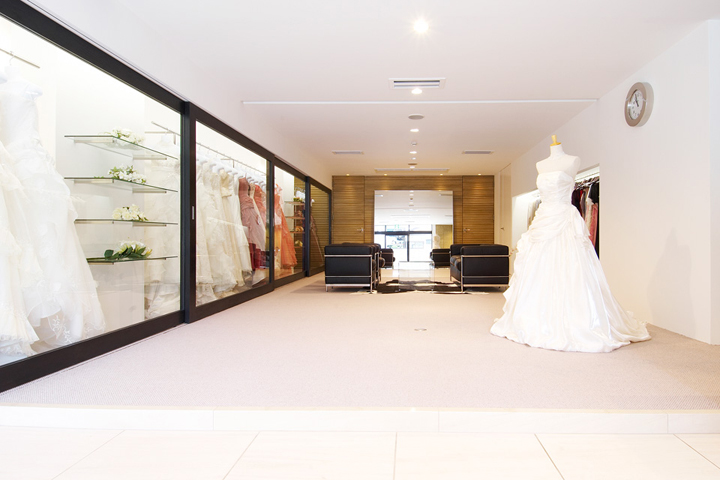 Ideias para decorar uma loja de roupa venda otimizada for Wedding dress stores in arkansas