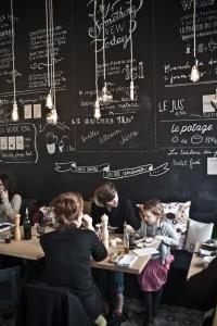 Os restaurantes vintage utilizam paredes de tinta ardósia, onde se escreve os menus e promoções.