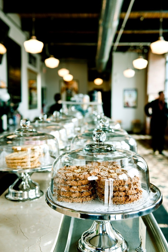 Pratos para bolos com tampa