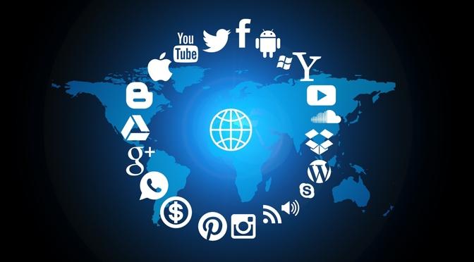 Em quantas redes sociais devemos estar para promover uma loja virtual