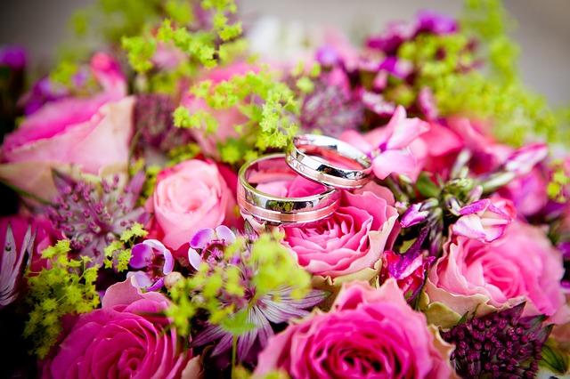 Fornecer flores para um casamento para aumentar as vendas de uma florista