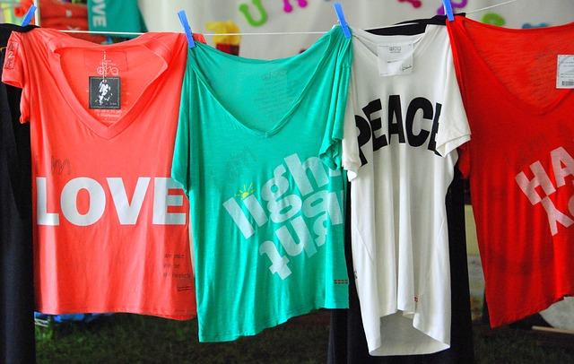 Onde podem os designers estampar e vender t-shirts (camisetas)