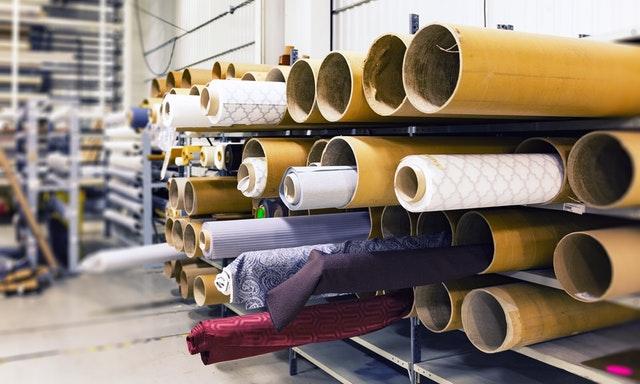 como abrir uma loja de roupas foto de uma fábrica