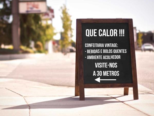 Cavalete de rua que utiliza a fórmula AIDA para fazer publicidade a uma loja.